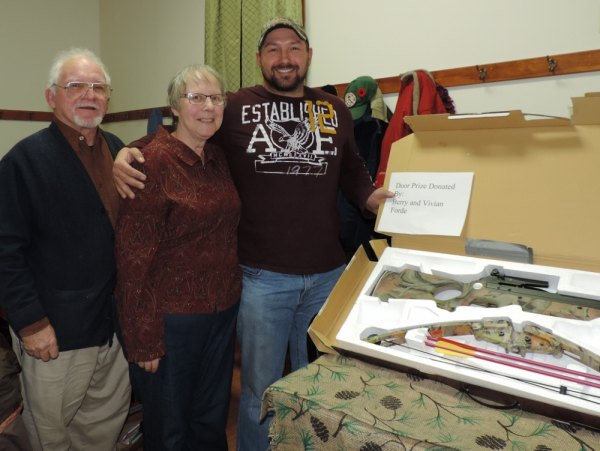 Door prize donated by Barry & Vivian Forde (L) was won by Jason Rioux (R).